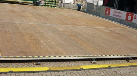 Foto: Holzfußboden mit Stahlunterbau